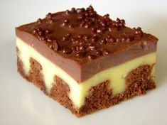 Quick And Easy, Delicious Pudding Poke Cake. No Bake Desserts, Delicious Desserts, Yummy Food, Baking Desserts, Beste Desserts, Baking Recipes, Cake Recipes, Dessert Recipes, Pudding Poke Cake