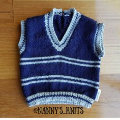 Keep a person new bundle of joy warm utilizing a unbiased vest. Girls Christmas Outfits, Baby Girl Christmas, Knitting Needles, Baby Knitting, Knitted Baby Clothes, Slip Over, Baby Vest, Knit Vest, Knit Crochet