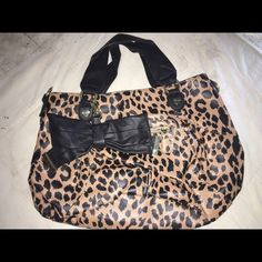 ✂️Price✂️Leopard Print Betsey bag In GREAT CONDITION!!! Betsey Johnson Bags Shoulder Bags