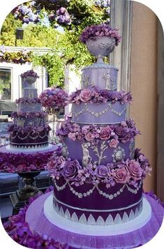 Wedding Cake Design with a Purple Bouquet Purple Wedding Cake Designs