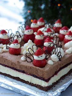 Tonttujen suklaajuustokakku Christmas Is Coming, Xmas, Cute Cakes, Cheesecake, Good Food, Goodies, Strawberry, Food And Drink, Sweets