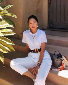 Woman All White Outfits outfits trends White Fashion, Look Fashion, Fashion Models, Fashion Song, Woman Fashion, French Fashion, Spring Fashion, Fashion Tips, White Outfit Casual