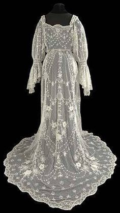 Tambour Wedding Dress ça. 1905 Courtesy of The Lace Guild Museum ~ UK.
