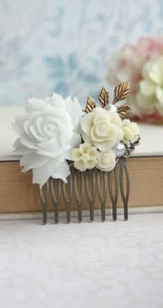 Vintage inspired hair comb - would be so pretty for a wedding! Make your own with a comb and flower embellishments White Roses Wedding, Rose Wedding, Mother Of Bride Gifts, Queens Jewels, Do It Yourself Fashion, Diy Hair Bows, Hair Jewelry, Jewlery, Bridal Hair Accessories
