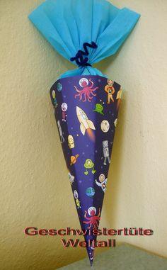 Geschwistertüte 32cm Weltall Astronaut Schultüte  von bastel-reni auf DaWanda.com Small School Bags, School Bags For Boys, Small Bags, Astronauts In Space, Career Change, Gift Packaging, Siblings, Bag Making, Kindergarten