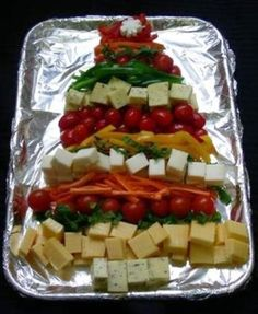 """Why serve a traditional veggie tray. This """"Healthy Food"""" Christmas Tree is a conversation piece. Christmas Appetizers, Christmas Treats, Christmas Cheese, Christmas Foods, Cheese Appetizers, Appetizer Recipes, Veggie Tray, Veggie Cheese, Cheese Tree"""