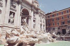 When in Rome 🏛🇮🇹 . . . . . #fontanaditrevi #travelphotography #rome #italytrip #instashare #europeanbeauty #wheninrome #trevifontain #europe #italy #reizen #reisfotografie
