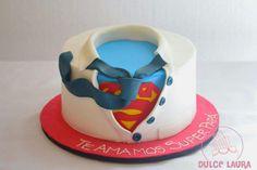 Mi version de este bellisimo diseño.. #DulceLaura #fondantcake #superhero #superman #cakelife