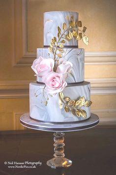 Blush and gold weddrinb cake