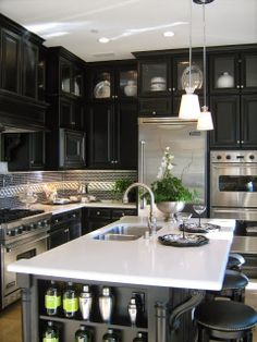 I like a black kitchen...