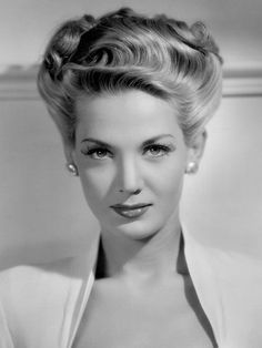 """recapturingglamour: """"A glamorous hair & make up look from Louise Allbritton July February """" Vintage Glamour, Old Hollywood Glamour, Hollywood Stars, Vintage Beauty, Vintage Updo, Classic Actresses, Beautiful Actresses, Adrienne Ames, Foto Portrait"""