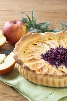 Winterliche Tarte mit fruchtigen Äpfeln, saftigem Rotkohl und mild-cremigem Chavroux Ziegenfrischkäse.