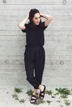 Minimal Fashion Style Tips. Minimal fashion Outfits for Women and Simple Fashion Style Inspiration. Minimalist style is probably basics when comes to style. All Black Outfits For Women, Black Summer Outfits, Black Women Fashion, Clothes For Women, White Outfits, Black Culottes Outfit Summer, Black On Black Outfits, Trendy Black Outfits, Clothes Sale