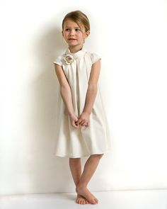 Ivory flower girl dress in organic coton. Short sleeve outfit for wedding. Custom dress in ivory. This ivory flower girl dress in organic coton will be