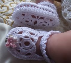 Crochet PATTERN - Flower Sole Booties/Bootees/Sandals Baby Christening Shoes - Birth to 6 monthsBeautifully elegant flower sole booties for babys special day Uses 4 ply cotton yarn (approx 30 grams) and will fit from birth to 6 months. Crochet Baby Clothes, Crochet Baby Shoes, Crochet Slippers, Booties Crochet, Crochet For Beginners, Crochet For Kids, Free Crochet, Knit Crochet, Ravelry Crochet