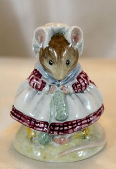 ~~Vintage Beswick - Beatrix Potter -  'The Old Woman who lived in a Shoe - Knitting'~~