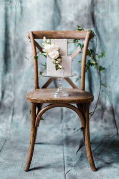 Mini Wedding Cake on Rustic Chair, Lavender Wedding Cake, Purple Wedding Cake | ElegantWedding.ca