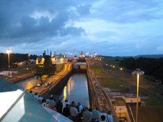 Fahrt durch den Panamakanal mit der Jewel of the Seas: Gatún-Schleusen - http://barbaras-reisen.blogspot.de/2009/02/panamakanal.html