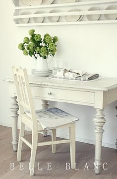 white desk and chair: BELLE BLANC