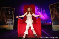 Am 11. Dezember 2012 erschien Jennifer Lopez strahlend ganz in Weiß zur…