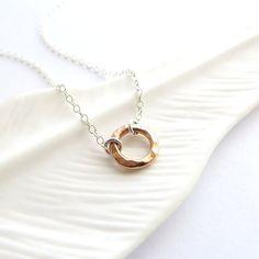 Anapuni Rose  Rose Gold Circle collana misto di KahiliCreations, $30.00