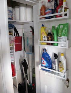 Ze installeert deze IKEA BEKVÄM kruidenrekjes ondersteboven! Nu gebruikt ze deze in haar badkamer voor DIT.... - Zelfmaak ideetjes