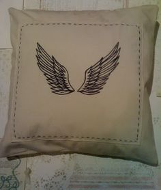 Machine embroidered wings on cushion Homemade Gifts, Wings, Cushions, Throw Pillows, How To Make, Handcrafted Gifts, Diy Gifts, Cushion, Decorative Pillows