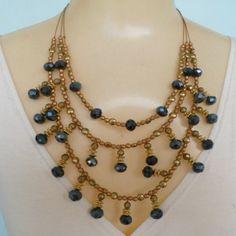 Maxi colar feito com cristal grafite bolinhas em abs e fio de aço dourado. R$ 12,00