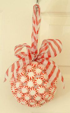 Peppermint Kissing Ball-Cute!  This would be fun and easy for my kids to make for Christmas.  I can buy supplies at the dollar store.