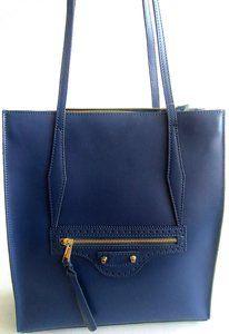 f7528518f4e Modieuze inspired blauwe leren tas Stijlvolle blauwe tas, De binnenkant  heeft 2 vakken waarvan 1