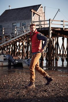 Rafael Lazzini This outfit screams handsome. Rugged Style, Orange Jeans, A Well Traveled Woman, Outdoor Fashion, Down Vest, My Guy, Mode Style, Men Looks, Khakis