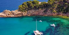 Costa Brava is one of the most wonderful places in the world. It represents the mental image we all have of the perfect vacation. Its beaches are. Barcelona Vacation, Barcelona Travel, Costa, Sailing Magazine, Aquarium, Bon Plan Voyage, Sailing Holidays, Tourist Office, Hotels
