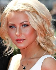 julianne hough hair and makeup-love this look for summer! Cute Hairstyles For Short Hair, Pretty Hairstyles, Braided Hairstyles, Fringe Hairstyle, Blonde Hairstyles, Simple Hairstyles, Braided Updo, Celebrity Hairstyles, Hair Styles 2014