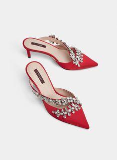 Mule de tacón joya - Ver todo - Calzado - Uterqüe España - Islas Canarias Brogues, Loafers, Coco Chanel, Beautiful Shoes, Well Dressed, Designer Shoes, Two By Two, Kitten Heels, Footwear