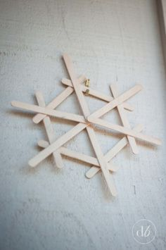 Dwell Beautiful makes some easy popsicle stick snowflakes that make for great, fun, and cheap winter decor. A great craft for kids to get in on and help out with! crafts with popsicle sticks Popsicle Stick Snowflakes - Dwell Beautiful Kids Crafts, Christmas Crafts For Kids, Diy Christmas Ornaments, Holiday Crafts, Christmas Christmas, Easy Ornaments, Spring Crafts, Easy Crafts, Christmas Parties