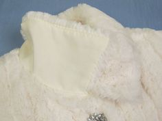 10 tips for sewing with fake fur!  I LOVE fur! Will take anything in fur. Fake or not. Hee hee. :)