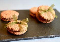 Sukkerfri og glutenfri julesmåkager med kanel, de smager hammer godt! 🎄😍 - 🇬🇧 Sugar and gluten-free Christmas cookies with cinnamon, they taste really good! 🎄😍 - #sukrin #kanel #cinnamon #cookies #småkager #jul #smagenafjul #food #foodporn #cake #treat #sugerfree #sukkerfri #sukkerfrijul #glutenfrijul