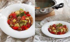На 2-3 порции:  2 молодых кабачка 2 средние моркови 300 г цветной капусты 1 небольшая луковица 1 ст.л. ол. масла 100 г томатов черри 1 ч.л. льняных семечек щепотка гималайской соли(опционально) щепотка итальянских трав 1 ст.л. бальзамического уксуса 1-2 ст.л. мультизлаковых хлопьев(опционально)