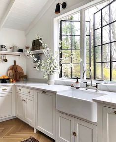 white kitchen with window , apron sink Interior Simple, Interior Design, Interior Plants, Interior Colors, Home Decor Kitchen, Home Kitchens, Design Kitchen, Kitchen Interior, Kitchen Ideas