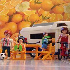 A #Blanca #papanoel le ha traido la caravana de los #playmobil y estamos jugando con ellos #navidad #regalos #playmo #iloveplaymobil