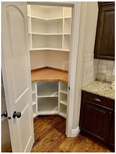 Kitchen Pantry Design, Home Decor Kitchen, New Kitchen, Kitchen Storage, Home Kitchens, Kitchen With Corner Pantry, Pantry Shelving, Corner Pantry Cabinet, Kitchen Pantry Cabinets