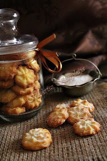 Keksz Blog: Bécsi vaníliás apró keksz Hungarian Recipes, Sweets Cake, Small Cake, Homemade Cakes, Sweet And Salty, Winter Food, Cake Cookies, Chocolate Chip Cookies, Sweet Recipes
