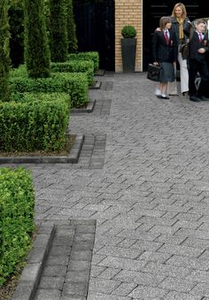 Have a look at our online site for way more relating to this delightful brick driveway Cobblestone Driveway, Brick Driveway, Driveway Design, Front Garden Ideas Driveway, Driveway Landscaping, Walkway, Landscaping Ideas, Stone Uk, Back Garden Design