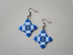 519 - Boucles d'oreilles - Bleu, blanc, gris- Motif Ethnique - Perles Hama : Boucles d'oreille par tout-en-boucles