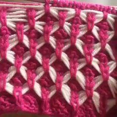 Varigated yarn patterns crochet free knitting amazing knitting work via havvaninorguevi pretty color combo Knitting Stiches, Knitting Videos, Free Knitting, Knitting Designs, Knitting Patterns, Crochet Patterns, Crochet Yarn, Stitch Patterns, Knitted Hats