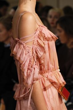 nice Valentino Spring 2017 Ready-to-Wear Accessories Photos - Vogue. Fashion Week Paris, Fashion 2017, World Of Fashion, Runway Fashion, Spring Fashion, High Fashion, Fashion Show, Fashion Trends, Haute Couture Style