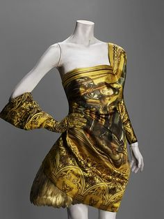Alexander McQueen   Amazing... Dress inspired from Renaissance paintings