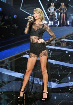 Taylor Swift faz show de lingerie em evento de grife - Revista Cifras