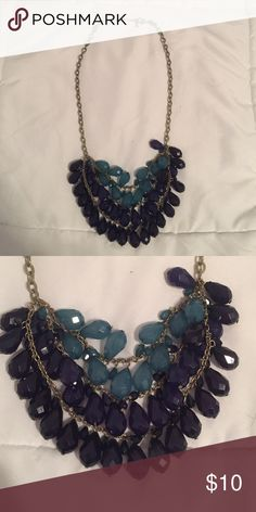 Blue ombré beaded necklace Make a statement with this blue ombré chunky necklace! Jewelry Necklaces