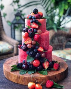 Summertime Watermelon Cake – Desserts World Fruit Recipes, Dessert Recipes, Cooking Recipes, Fruit Snacks, Party Snacks, Bbq Food Ideas Party, Party Food Bars, Kids Fruit, Fruit Dips